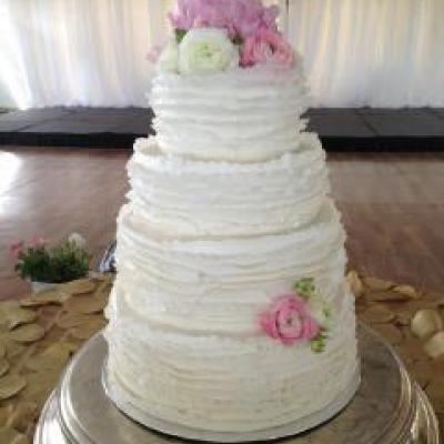 example of a beautiful 4 tiered cake